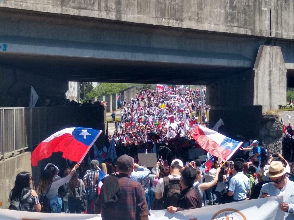 Multitudinaria marcha recorrió las calles de Osorno - Radio Sago